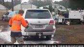小伙发明洗车神器,5分钟就能洗好一辆车,得省多少洗车钱