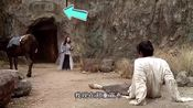 周星驰电影《大话西游》中有一镜头,仔细一看太吃惊了!