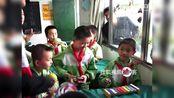 【拍客】上饶市志愿者关爱留守儿童音乐课堂活动