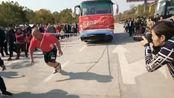世界力王争霸赛事中的二位世界力王在赣州瑞金大华樾地产拉汽车