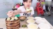 中国的大胃王吃早点, 吃到饭店没有包子, 换一家继续!
