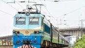 南局南段SS8-0129牵引K8732通过南昌南站