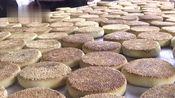2代传人做小吃15年,每天产量达到3000个,几十号人忙不停
