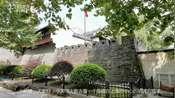 【VLOG】上海闹市中心保留着一段明清时期的古城墙 曾经抵御过倭寇的侵略-旅记VLOG-源氏三公子看上海