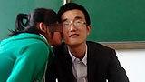 网传教师用毕业证要挟学生亲吻 官方称造谣
