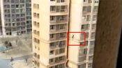 【河北】网曝唐山市丰南区一女子不慎坠楼 当场身亡