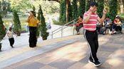 内地广场舞神曲《谁》迅速蹿红香港街头,老哥鬼步舞走起!