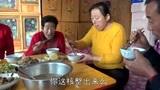 农家小菜配盆粥,东北二哥一家人的早餐就搞定了