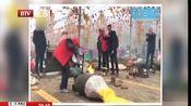 [都市晚高峰]河南三门峡:震撼!百余架老式爆米花机轮番起爆