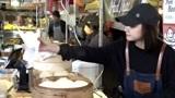 伦敦街头的中国包子店,小姐姐的中式找钱法,让老外有点懵!