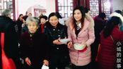 安徽安庆迎江寺,准备了万余碗腊八粥,遭市民疯狂追捧,瞬间吃光