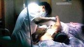 """61岁男医生为孕妇做引产,趁其昏迷强行""""性侵"""",监控拍下全过程!"""