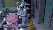 产科医生:产妇情况危急,女医生临时抽血化验,盯着同事加急检测