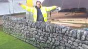 外表看着是石头墙, 其实是用泡沫做的, 老外这造假技术太真实!