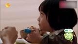 kimi自己用筷子吃面条,这吃相好可爱,网友:姨母心都萌化了!