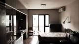 他在上海市中心买了套30㎡旧房子,改造后成2室2厅2卫,住一家4口