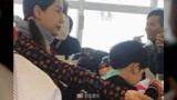 baby带小海绵到北海道滑雪,偶遇陈小春应采儿一家:黄晓明呢