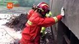 四川:达州万源竹峪镇遭受强降雨 消防赶赴现场开展救援工作
