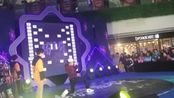 江苏省无锡市崇安区人民中路苏宁广场二楼有一些小朋友跳锡哈舞