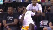 洛杉矶新晋舞王詹姆斯!在看湖人队比赛时,詹皇不由自主尬舞起来!