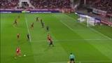 第戎队右路起球传中,皮埃尔·里斯·梅洛门前无人盯防头球破门