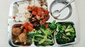 在深圳大学学生餐厅吃的快餐,3荤1素花了17.6元,看看怎么样