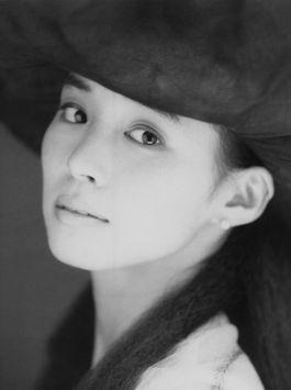 石田百合子