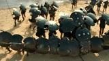 阿基力斯一干人组起防护阵,向特洛伊大军进发,特洛伊士兵反抗