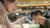 葱油鸡、鸡汁萝卜、西红柿炒鸡蛋一家三口在这家知名连锁快餐店只花了36元就吃得饱饱的