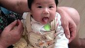 刚出生不久的孩子缺乏安全感,是非常需要妈妈怀抱的