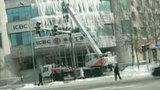 吉林一银行办公楼外墙挂10米冰柱 网友:大门欲冻,资金会冻结吗