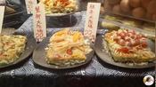 日式小吃大阪烧风靡日本,25元一份,用料丰盛,排队购买