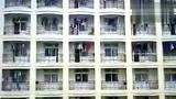 实拍:高校宅女6楼用吊绳拉取外卖
