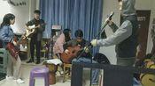 大学乐队表演痛仰乐队《为你唱首歌》
