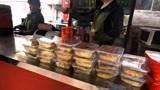 北京天安门、一份快餐30元一杯豆浆10元、小伙直呼吃不起