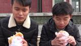 小伙去吃学校旁边的汉堡,一个只要9块钱,吃下去完全没感觉!