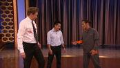 柯南秀Steven Ho Shows Conan To Fend Off A Mens Room Attack - CONAN on TBS