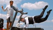 【生肉】- 从跑步机上摔进奶池里 - 慢动作 - The Slow Mo Guys - 1080p