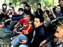 [葉少IT www.yeshao1994.com]国贸保安、蚁族兄弟等和众游客同唱红歌庆国庆