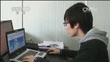 [视频]江苏镇江 ATM机前照镜子忘拔卡:学生遭人顺手牵羊