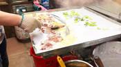 55岁大哥广州卖肠粉,用料十足一份10块,每天6小时基本能卖100份
