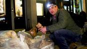 """美国人到底有多浪费?一分钱不花,只翻垃圾桶,就能办""""美食展"""""""