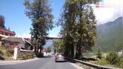 川藏线G318折多山下山往雅安方向,途经康定城区(海拔2560 米)