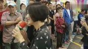 香港旺角街头艺人,罗文小龙女一曲《一剪梅》,绝对的实力唱将