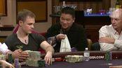 德州扑克 赌神周润发原型来到牌桌 众人纷纷投来敬畏的目光