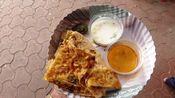 【印度糊糊】应该是最便宜的了!只需要人民币1.5元 手工制馅饼配两碗汤料 印度街头美食
