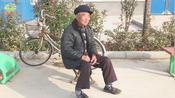 街采:农村五保老人一个月领多少钱?还免费发新衣服,这待遇真好