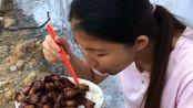 村子里的养猪大户,天天都是红烧肉配米饭,这日子过的属实比较滋润!