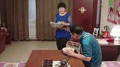乡村爱情:宋晓峰不让老丈人吃鱼说要喂狗,拿走后给姐送去
