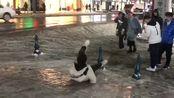 东北的冬天太好笑了,没有哪一天外面是没人摔倒的,抓紧多拍几张照片!
